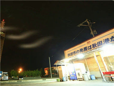 秋田深冬的自动售货机前